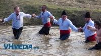 Традиционното къпане на зетьове в Кошарица продължава ударно